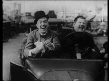 Mal di denti (Leave'em Laughing) - Laurel & Hardy